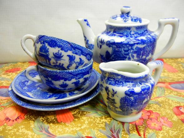 doll's tea set